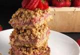 Strawberry Rhubarb Oat Bars // 24 Carrot Life #healthy #strawberry #oats #vegan #glutenfree