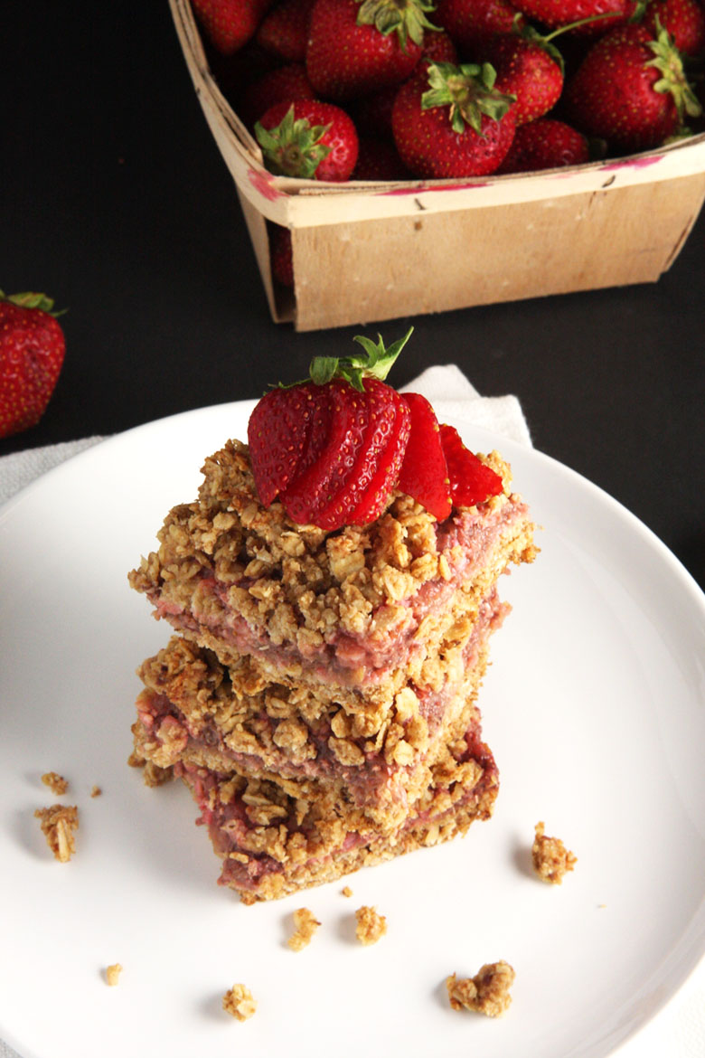 Strawberry Rhubarb Oat Bars // 24 Carrot Life #healthy #strawberry # ...